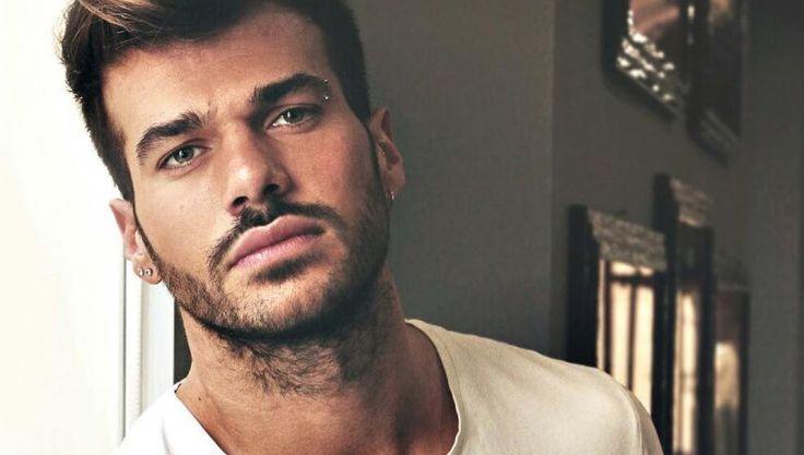 """Uomini e Donne trono Gay, Claudio Sona: """"l'amore fa soffrire"""""""