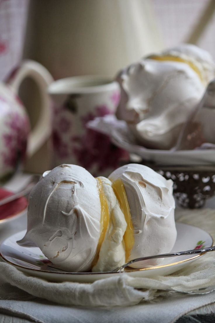 Nessa's Family Kitchen :Meringues Sandwiched with Lemon Curd & Cream