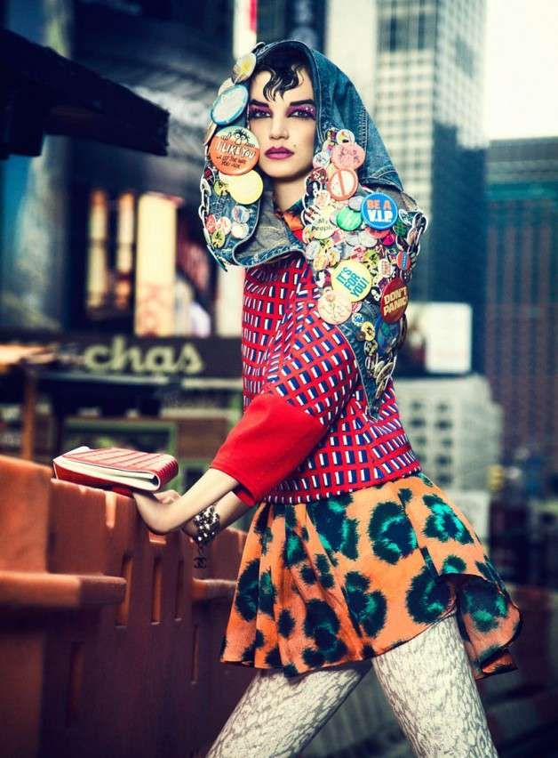 Brightly Patterned Punk Editorials - This Elle Mexico Editorial has Neon Makeup and Bright Apparel (GALLERY)