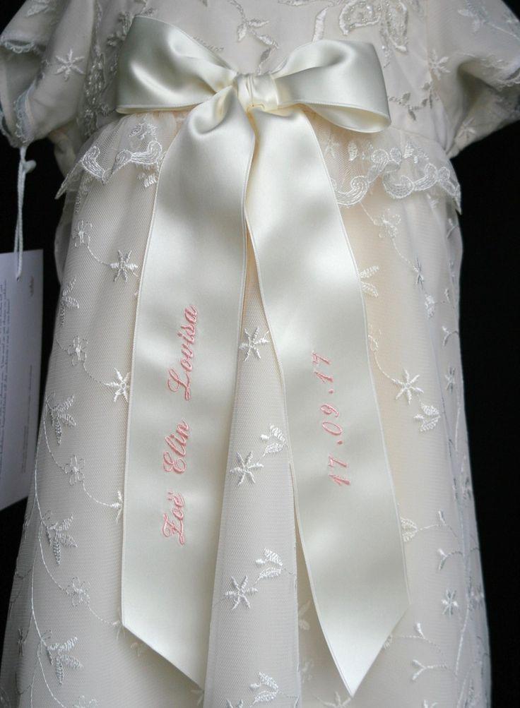 Exklusivt dopbroderi på rosettband, christening bow embroidery, dopskjole dåslojfe, https://www.graceofsweden.com/en/christening-embroidery/christening-bow-embroidery