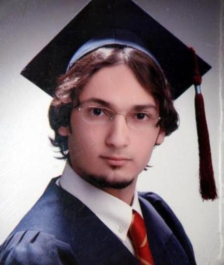 uçak kazasında ölenler Hocalarının umuduydu Engin Abat, Boğaziçi Üniversite'sinde yüksek lisans öğrencisiydi. Prof. Dr. Engin Arık'ın öğrencisi olan genç, hocasıyla birlikte birçok önemli projede yer almıştı.