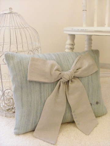 Cute bow cushion
