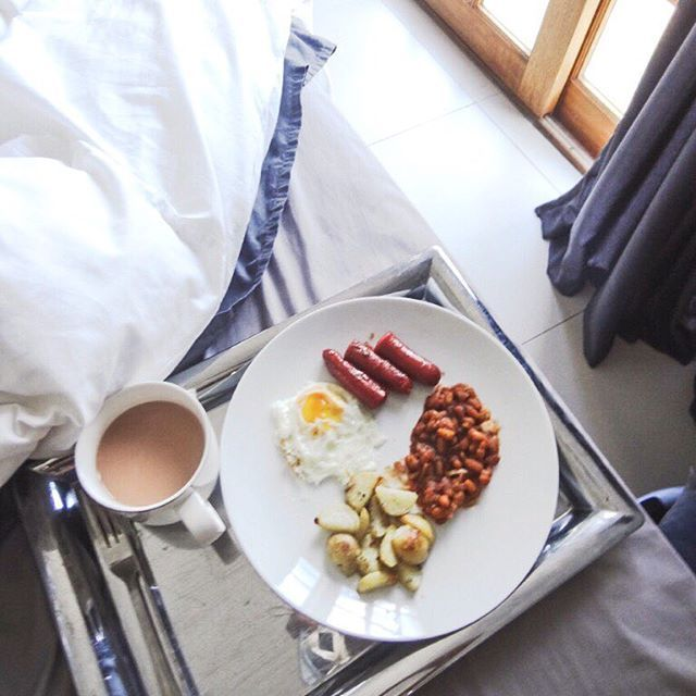 Beautiful start to the Valentine's Day #adventures - #breakfast in #bed surprise from superhub  @sethmulli : thank you for a brilliant start to the day - you're redeeming your #cooking reputation at the Mulli Residence  excited for the rest of the day's #surprises #everydayisvalentines #love #home #design #interior #linen #food