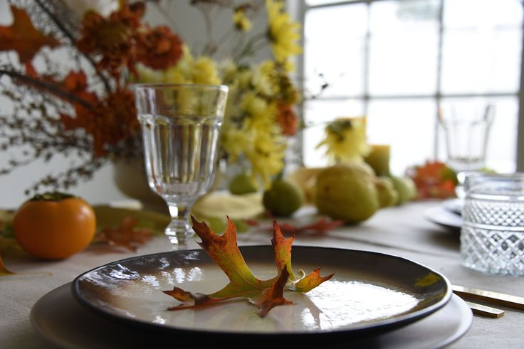 centrepiece, table flowers, fruit, may, autumn, yellow, oak leaves, harvest, table scape