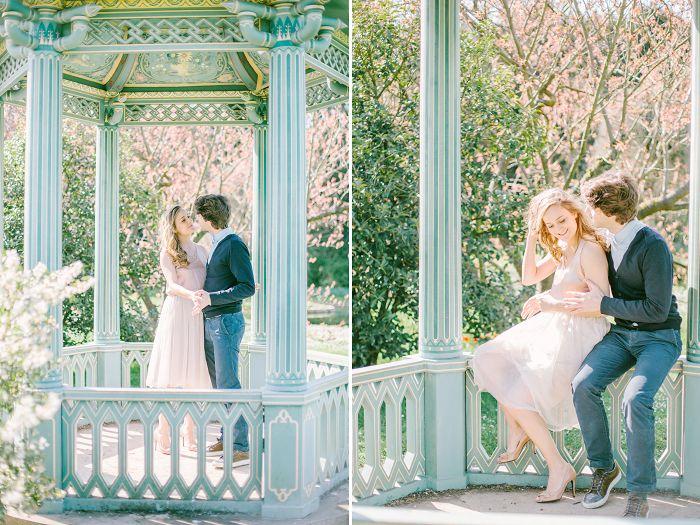 Engagement pictures in Paris, Jardin de bagatelle, kiosque painted in lavish blue. Romantic place in paris