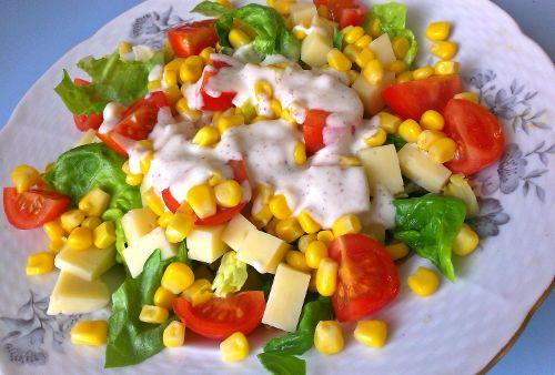 Zeleninový salát s jogurtovým dresinkem - http://www.mytaste.cz/r/zeleninov%C3%BD-sal%C3%A1t-s-jogurtov%C3%BDm-dresinkem-21906190.html