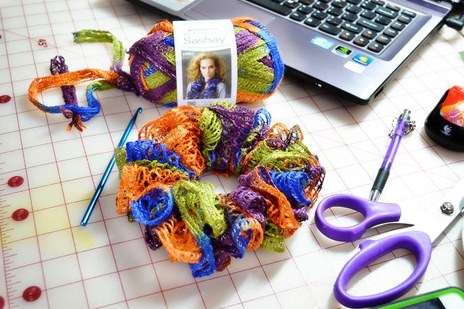 Make your own scrunchy with sashay yarn and hair elastic