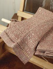 Instructions for weaving these linen fingertip towels - so elegant! #Weaving