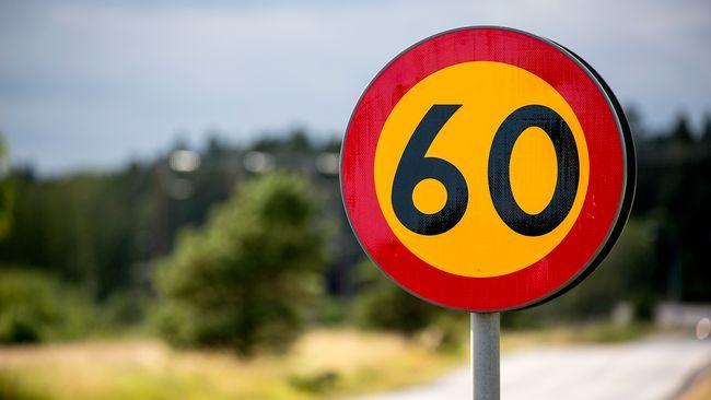 Värnamo kommun satte våren 2016 upp nya hastighetsskyltar där hastigheterna ändrades till 40 eller 60 kilometer i timman. Men en miss gör att personer som tilldömts böter nu kan få tillbaka sina pengar.