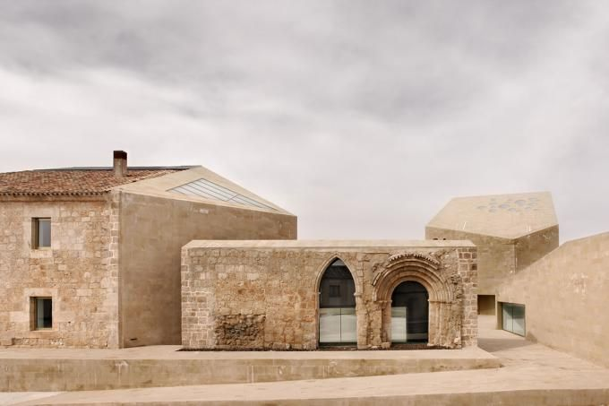 FINALISTA. Intervención en el patrimonio construido: Rivera del Duero por Barozzi&Veiga. Ganadores del Premio Europeo de Intervención en el Patrimonio Arquitectónico AADIPA. Imagen cortesía de POCH Comunicación. Señala encima de la imagen para verla más grande.