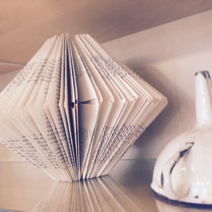 Bokdiamant gjord av LefvaDesign, inredare i Umeå. #LefvaDesign #papperskonst