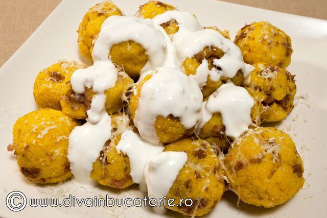 Polenta - Bulz de mamaliga cu branza si carnati