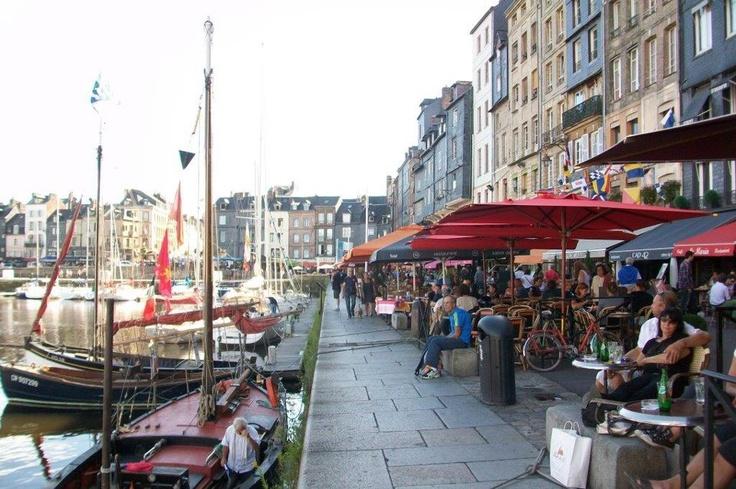 Büyük dünya savaşından sonra ise, ticaret azalmış ve daha farklı ve gelişmiş liman olan Le Havre'ye kaymıştır.Daha sonra şehir turistik bir kent olarak hayatına devam etmeye başlamıştır... Daha fazla bilgi ve fotoğraf için; http://www.geziyorum.net/honfleur/