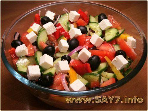 Греческий салат с сухариками приготовление