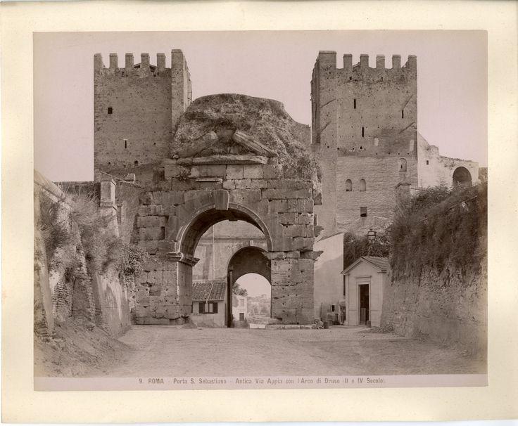 Italie, Roma, Porta S. Sebastiano Vintage albumen print. Tirage albuminé 20x25 Circa 1880