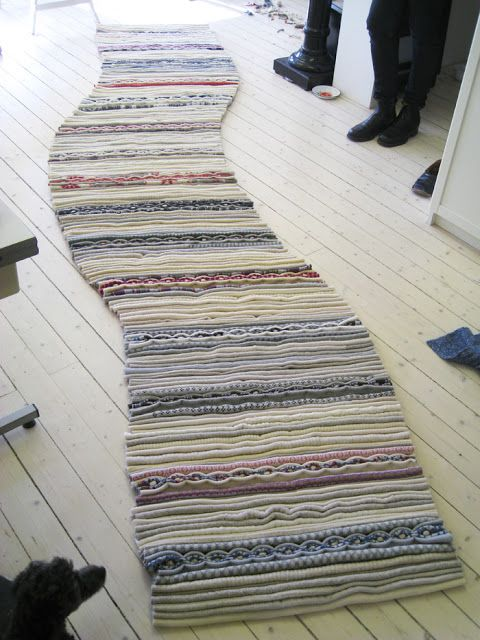 """Re Rag Rug: Re Rag Rug 6 [You absolutely must see the images showing the making of this Lovely """"reused sweater"""" rag rug]"""