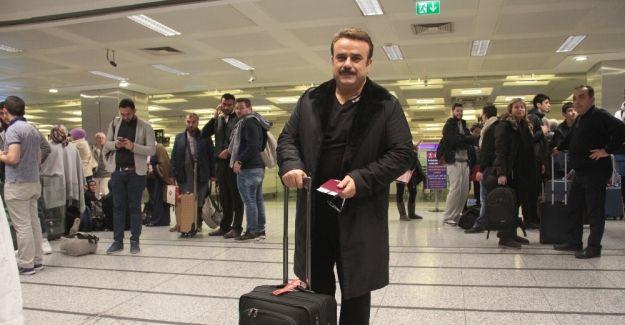 Ünlü sanatçı havalimanında mahsur kaldı