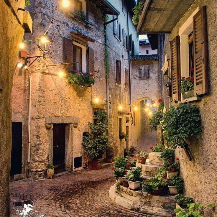 Foto: Wenn die Lichter der Häuser beleuchtet sind, können Sie ruhig sein. Liebe deine Lieben rocken deine Seite .. :) Glücklicher Abend