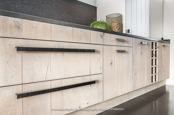 A stunning kitchen with the new Pure PML-700 furniture pull. For more info about doorhandles, windowhandle and furniture fittings, go to www.dauby.com!