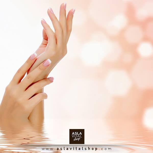 Ellerimiz ev işleri, güneş ışığı gibi birçok dış etkenlerle yıpranmaktadır. Gün içerisinde her el yıkamanızın ardından krem sürerek ileride oluşabilecek problemleri ortadan kaldırıp cildinizi mutlu edebilirsiniz. Hemen şuan başlamaya ne dersiniz? :)