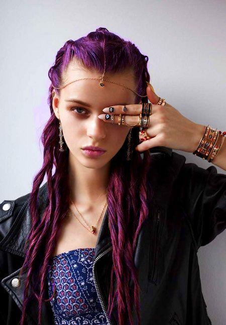 I like her accessories ..!!