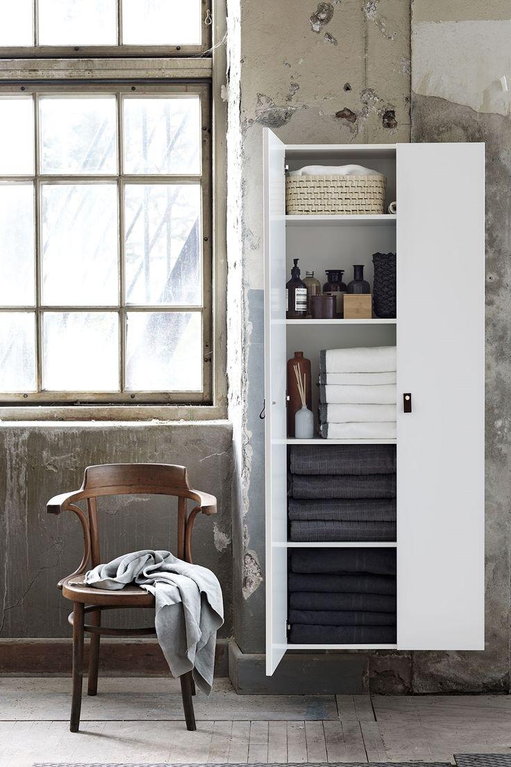 Med badrumsskåpet HideAway 70 får du dold badrumsförvaring, anpassad till badrummet  | Ballingslöv