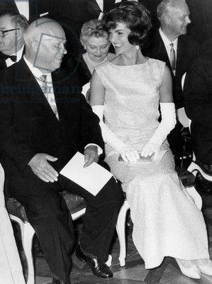 Nikita Kroutchev et Jackie Kennedy (porter de la soie rose et paillettes robe par Oleg Cassini créé en 1961) au cours de dîner au château de Schönbrunn à Vienne Juin 03, 1961