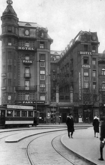 Baross tér, Park Szálló a Festetics utca sarkán.