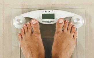El momento idóneo para pesarse y calcular su porcentaje de grasa corporal - El Financiero