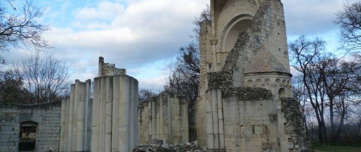 Vértesszentkereszti apátság romjai » KirándulásTippek