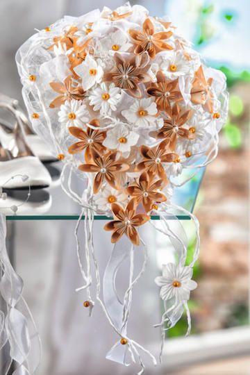 Zauberhafter Brautstrauß mit Fleurogami-Blüten - Bastelshop und Hobby VBS Bastelbedarf