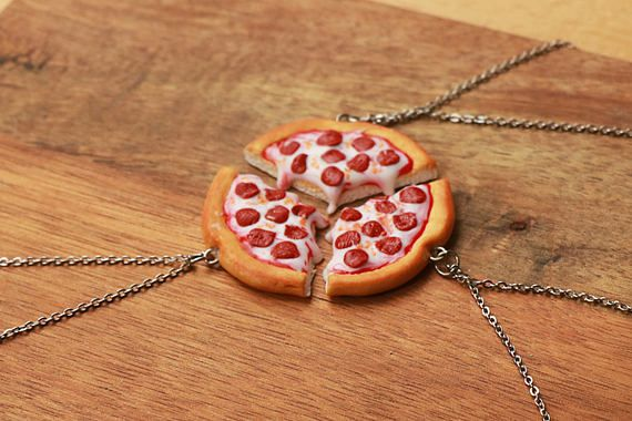These delicious Friendship Necklaces were handmade with high quality polymer clay, finished with a coating of durable varnish. Every piece is handmade and thus slight variations are possible, but I can assure you that it will always look great! :) I can make it with other toppings as