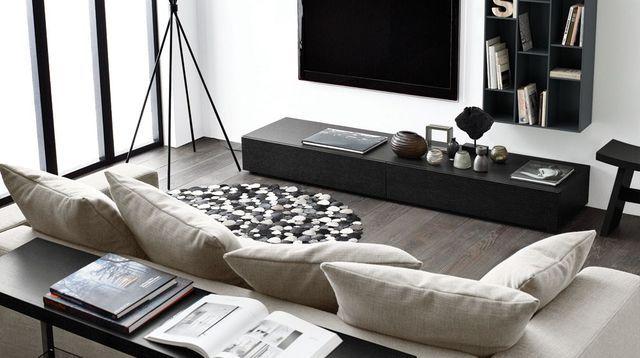 Un salon déco avec une télé