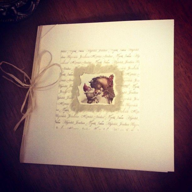 Vihdoinkin joulukortteja pääsee sujauttelemaan kirjekuoriin! Tässä yksi uniikki yksilö. #elokuuntila #askartelu #kädentaidot #kierrätysmateriaalit #itsetehty #joulukortti #jouluaodotellessa