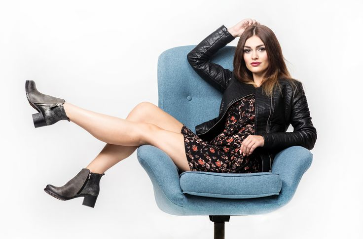 Stylowe botki na obcasie.  #shoes #leather #grey #black #style #fashion #model #outfit #chair #armchair #jacket #blue #lankars #woman #girl #feminine #autumn #fall #af2016