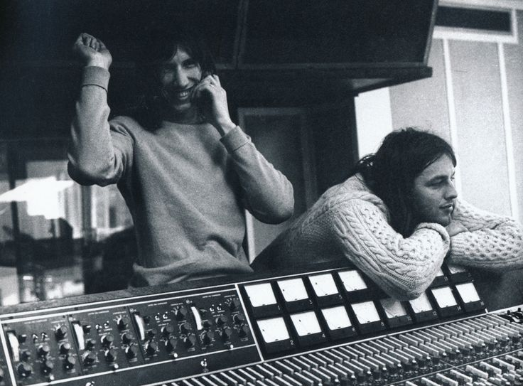 Roger Waters and David Gilmour http://m.taringa.net/posts/musica/18208757/Megapost-Fotos-Pink-Floyd-Imagenes-ineditas-HD.html