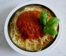 """Die """"Weltbeste Tomatensoße"""" von klappan auf www.rezeptwelt.de eignet sich nicht nur für Pasta sondern auch als Pizza-Sauce. Vielseitig und perfekt für jeden Tag!"""