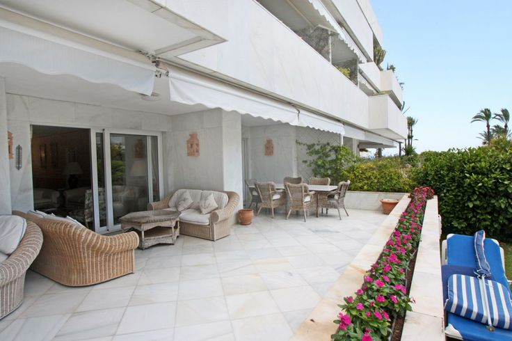 Beautiful beachfront apartment for sale in Los Granados, Puerto Banus