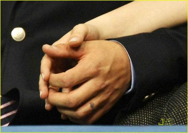 Levi Johnston Has Finger Tattoo Of Bristol : Photo 1394431   Bristol ...