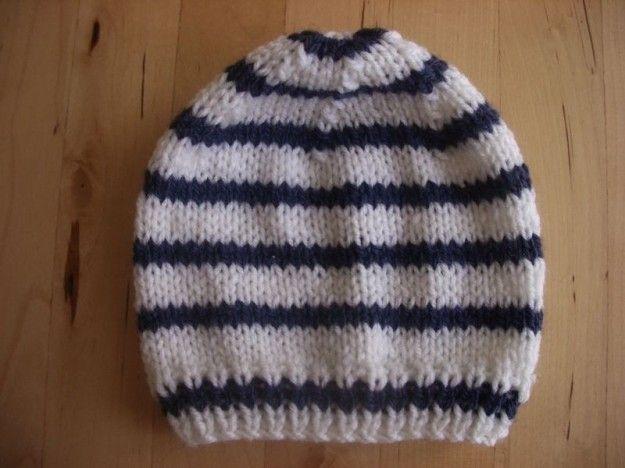 Cappellino di lana - Cappello per bambini a strisce bianche e blu.