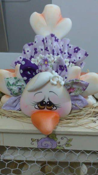 Peça em mdf com decoração em biscuit -  porta ovos R$ 50,00