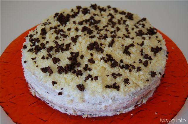 Questa torta con crema di ricotta e cioccolato l'ho preparata per festeggiare il diploma della mia cognatina. La base è un pan di spagna leggero bagnato con