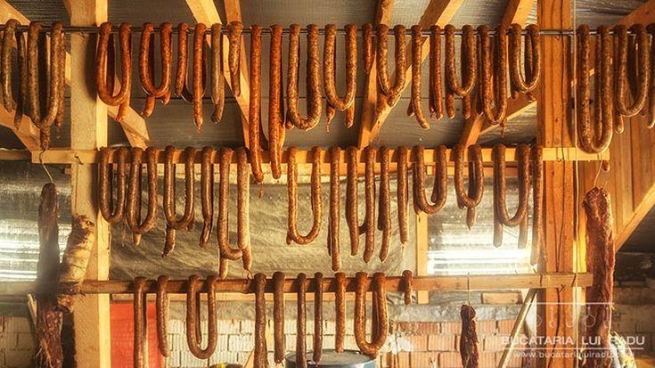 Cum se prepara carnati traditionali ardelenesti o reteta de baza. Cum se face acasa carnati traditionali cu 100% carne de porc si condimente.