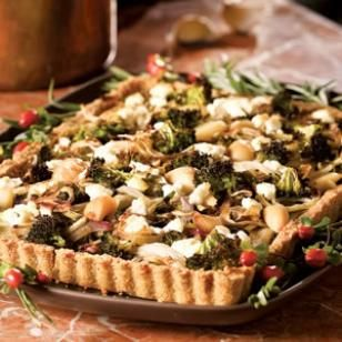 Roasted Fall Vegetables in Cheddar Crust Recipe// I had a fennel bulb and some kale to use up so I whipped this delight up.  I saw the bad reviews of the crust so I used another pie crust (see my other pin for the cheddar pie crust) and it turned out delightful!  Other than the crust and lots of vegetable chopping/roasting this comes together quite quickly!