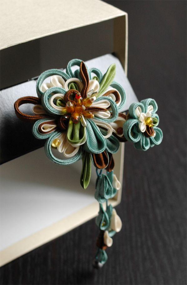 kanzashi ribbon flower