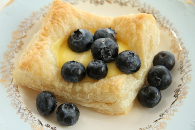 My Little Kitchen: Vanilla cream and blueberries with puff pastry