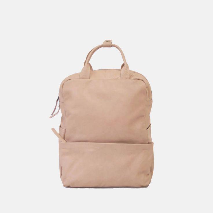 Handgemachter Lederrucksack Rosa. Mit vielen praktischen Fächern und gepolstertem Rücken. Erhältlich bei clomes.ch