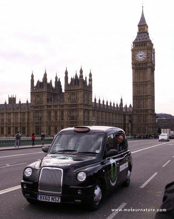 Le Tour du monde des taxis #london  #thevenoud #rapport #taxis #vtc #urbain  A vous de choisir la couleur pour les taxis français ! Le sondage :  http://www.lumieresdelaville.net/2014/04/24/rapport-thevenoud-une-meme-couleur-pour-les-taxis-en-france-sondage-quelle-sera-la-votre/