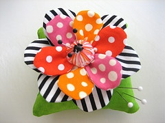 Adorable flower pincushion.  Its pretty funny, I can pick Carol's stuff out with my eyes shut.  She is one talented lady!   www.mamacjt.blogspot.com
