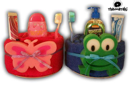 Γιατί και τα μεγαλύτερα παιδάκια έχουν δικαίωμα στα thavmatakia!  Με μια μεγάλη πετσέτα για το μπάνιο τους, ένα αφρόλουτρο, μια οδοντόκρεμα και μια οδοντόβουρτσα, καθώς και ένα μαλακό σφουγγαράκι. Τιμή 25€ το κάθε ένα.